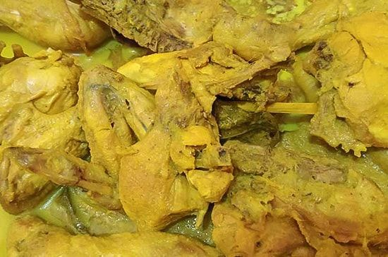 Ayam kampung bumbu kuning
